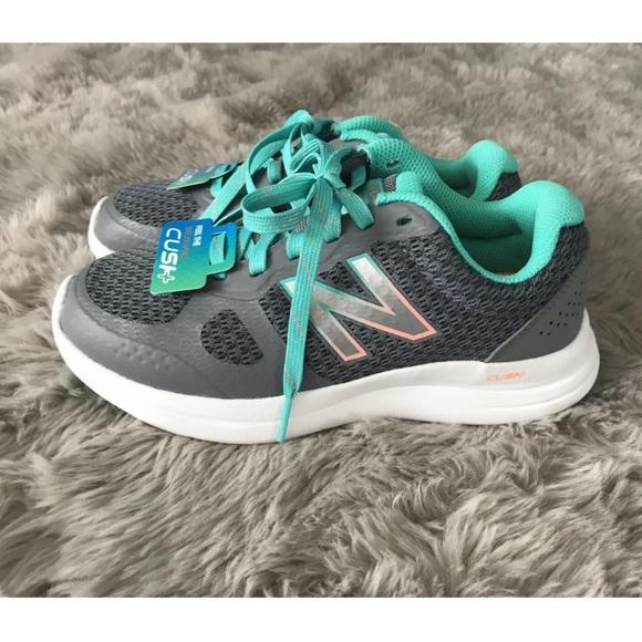 Womens Running Shoe Grey Size 5 Wide